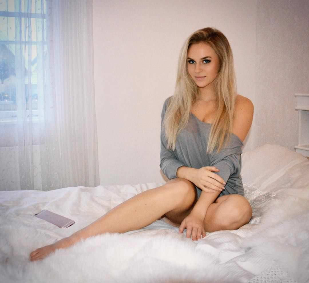 Анна Нистром фото в кровати