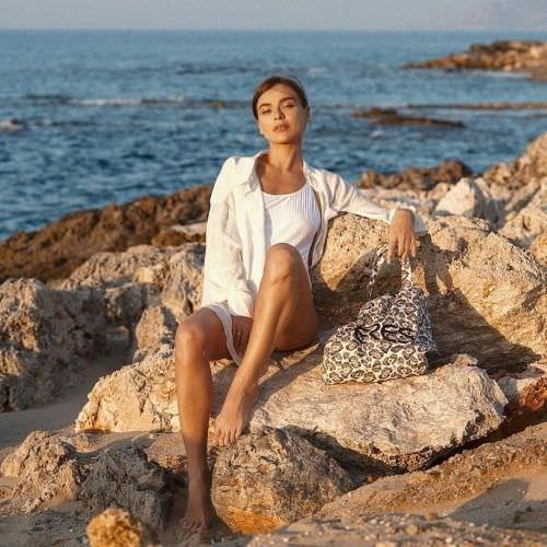 Елена Темникова фото на камнях