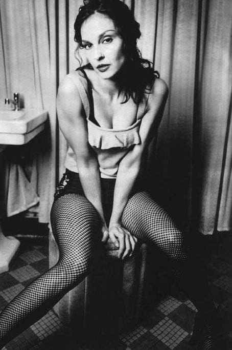 Эшли Джадд черно-белое фото