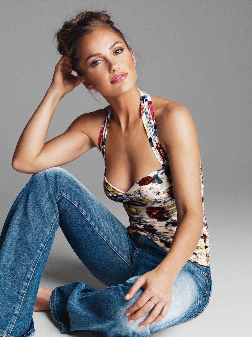 Минка Келли фото в джинсах