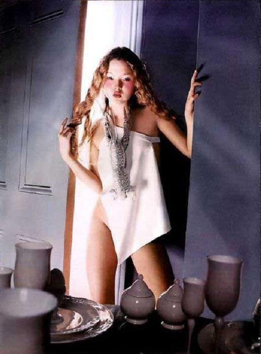 Девон Аоки фото в зеркале