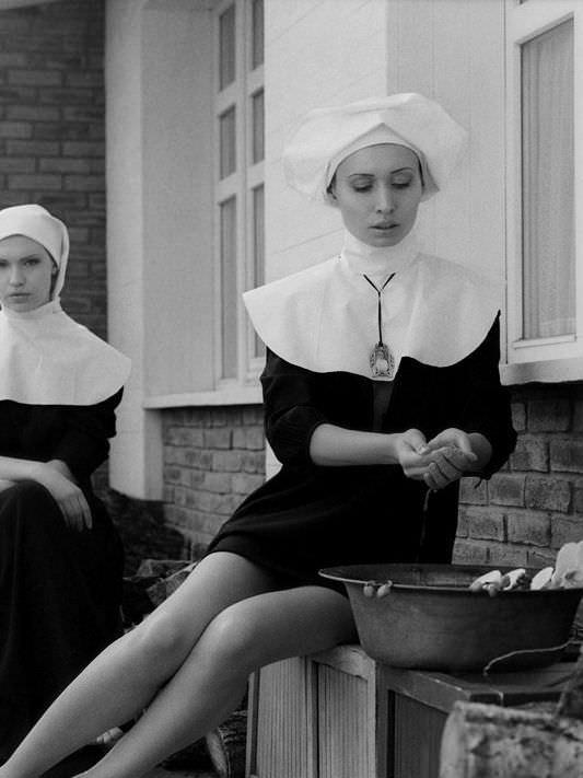 Виктория Юшкевич фото в костюме монахини