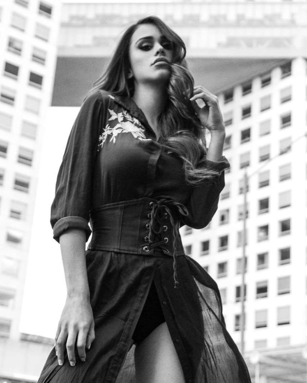 Янет Гарсия фото в платье