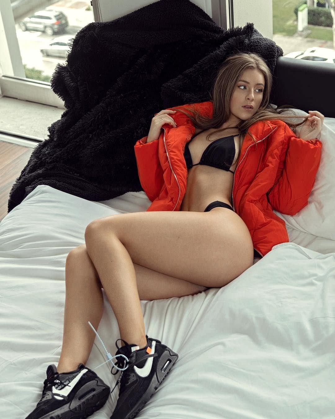 Дейзи Кич фото в куртке