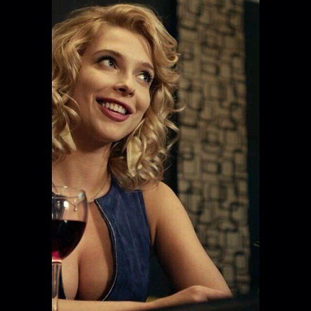 Светлана Степанковская фото с бокалом вина