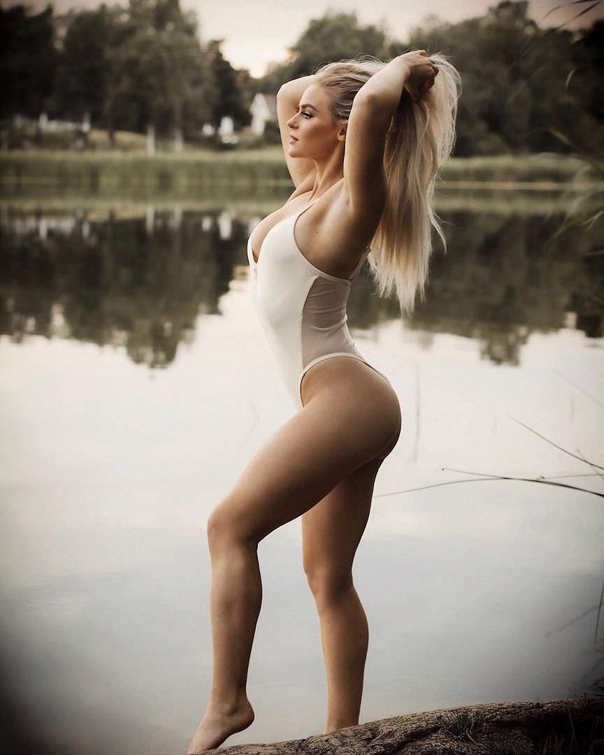 Анна Нистром фото в белом боди