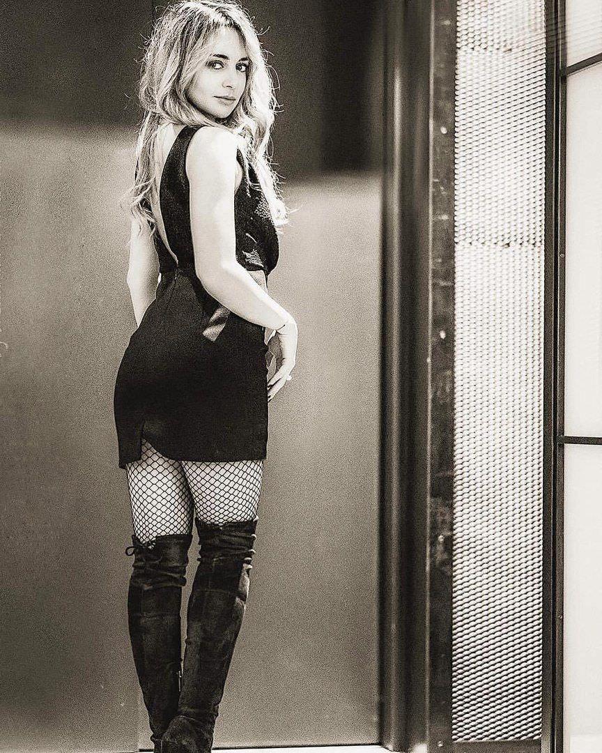 Анжелика Каширина фото в коротком платье