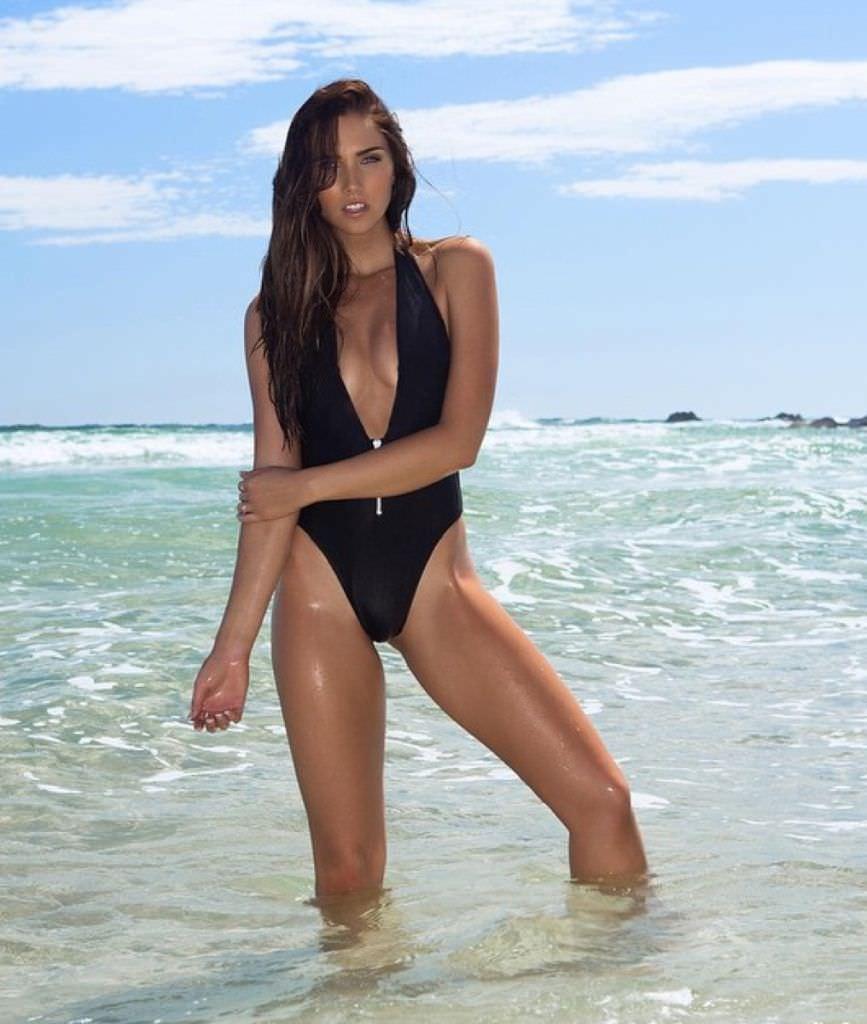 Джессика Грин фото в море