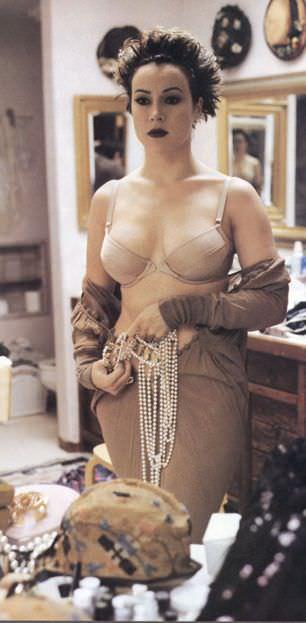 Дженнифер Тилли фото в белье
