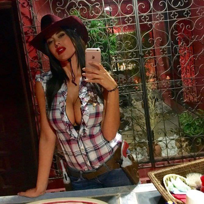 Ева Падлок фото в ковбойской шляпе