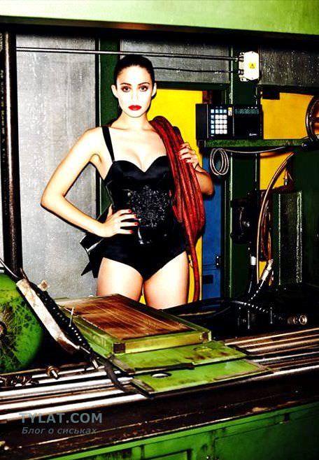 Эмми Россум фото в черном корсете