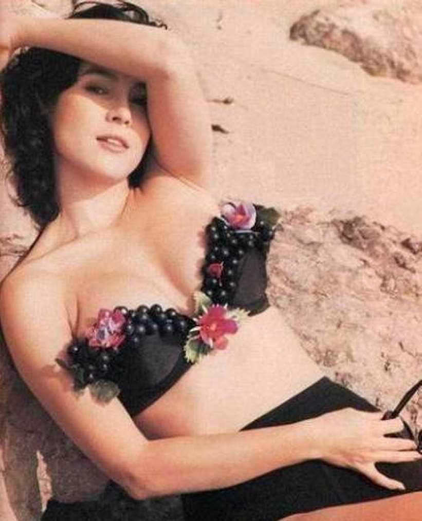 Дженнифер Тилли фото на песке