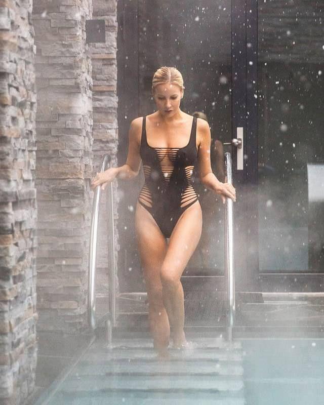 Елена Летучая фото в черном купальнике