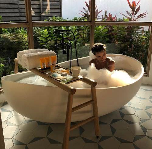 Елена Темникова фото в ванной