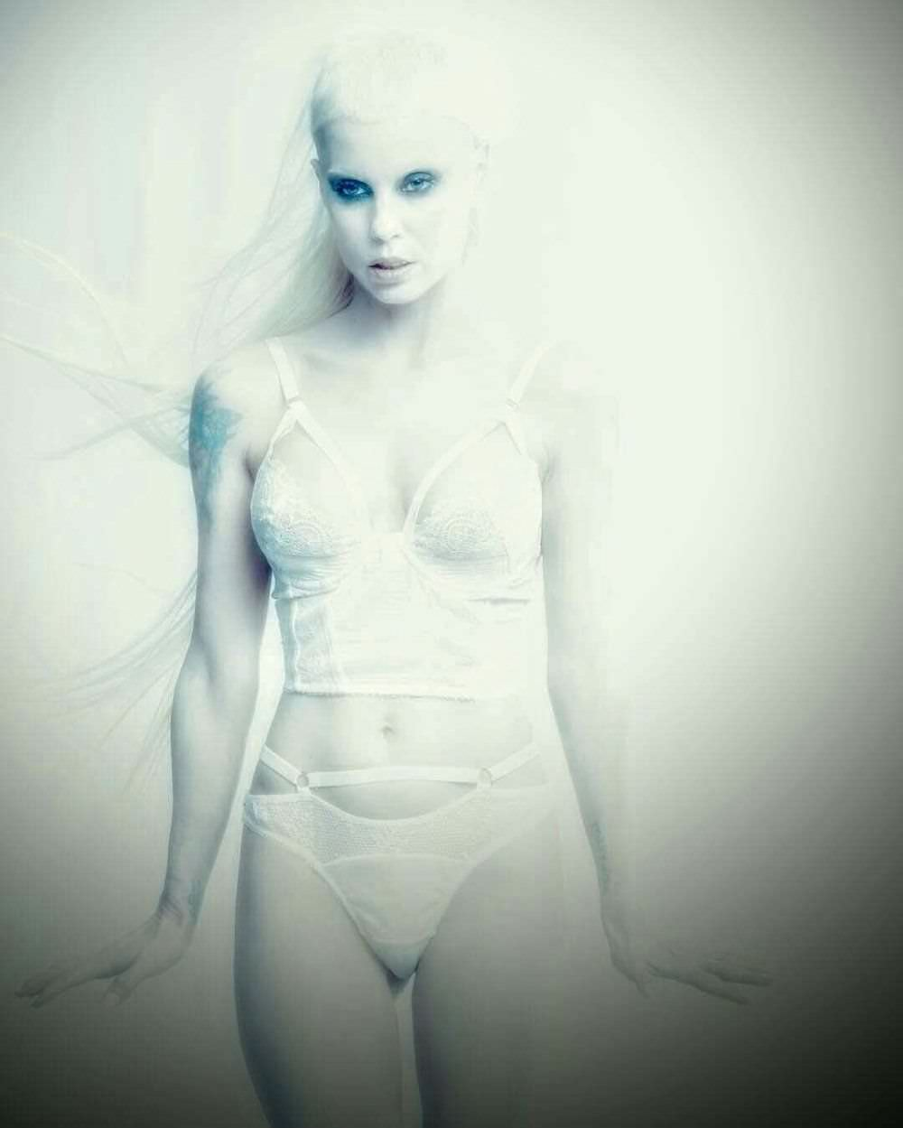 Йоланди Фиссер фото в белом белье