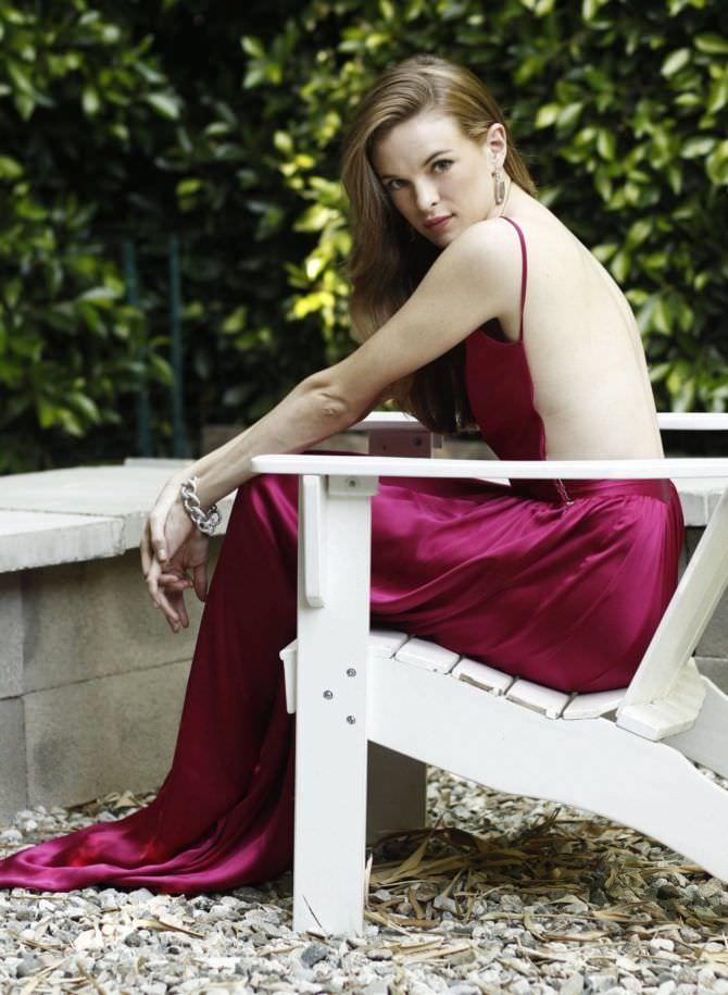 Даниэль Панабэйкер фото в платье