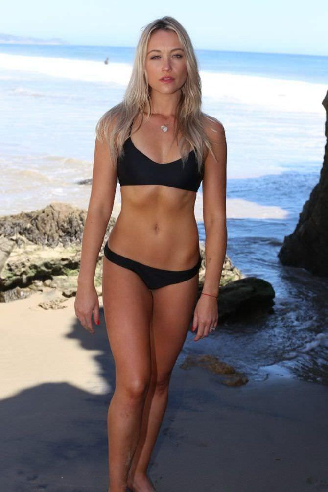 Катрина Боуден фото в черном спортивном купальнике