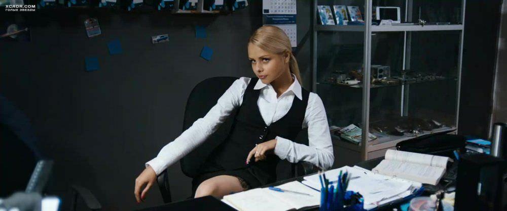 Анастасия Акатова фото в блузе