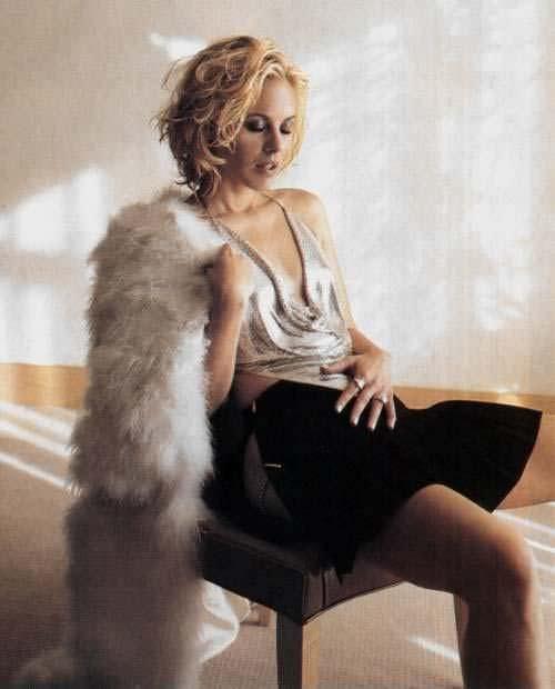 Мария Белло фото в черной юбке