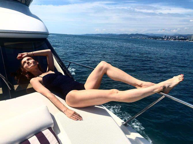 Анастасия Куимова фотография в купальнике на яхте