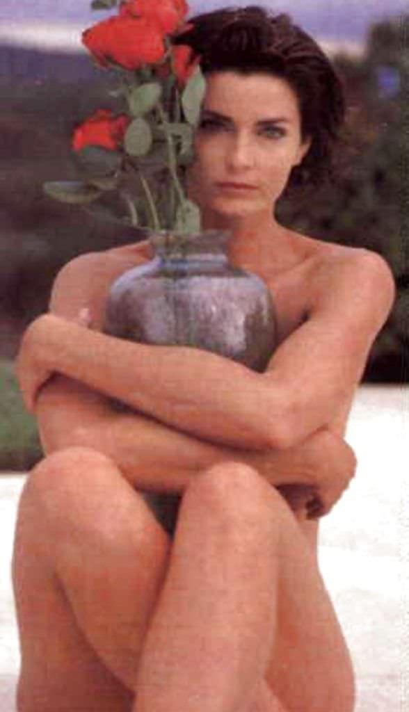 Джоан Северанс фотография с цветком и вазой