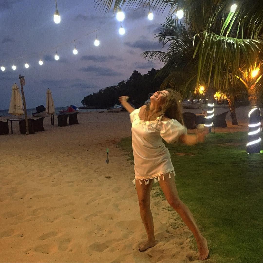 Жанна Бадоева фото на песке