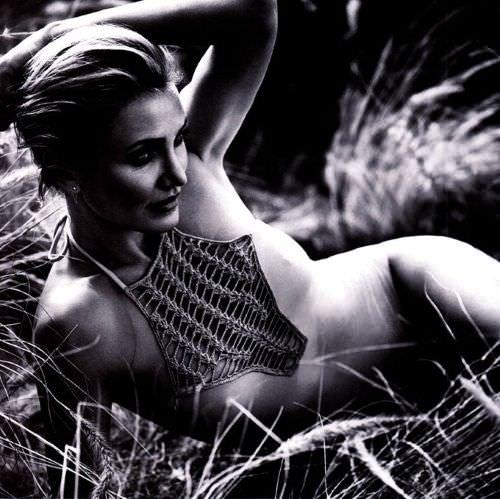Кэмерон Диаз фото в траве