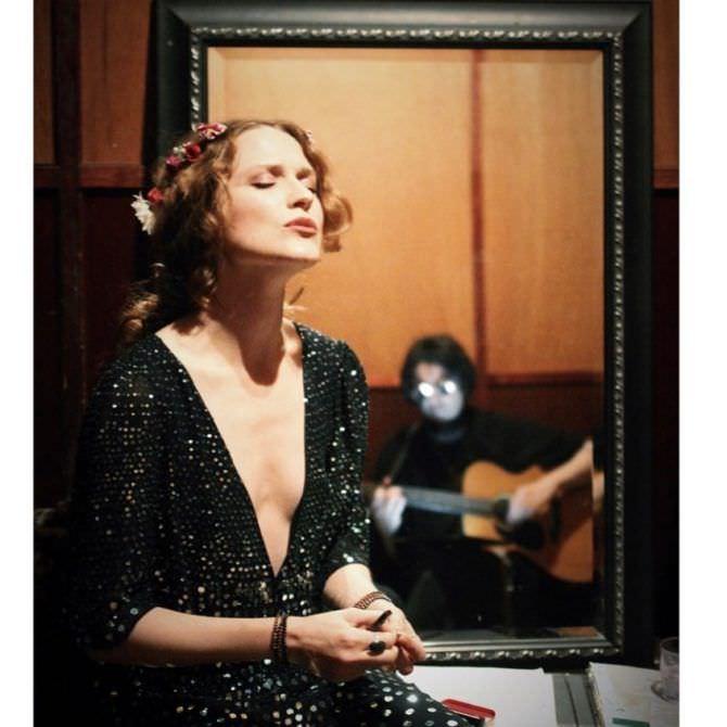 Эван Рэйчел Вуд фото в платье с глубоким вырезом