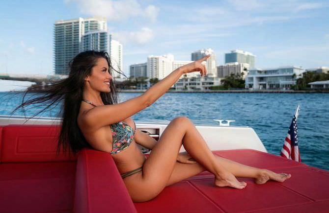 Ева Падлок фото на яхте