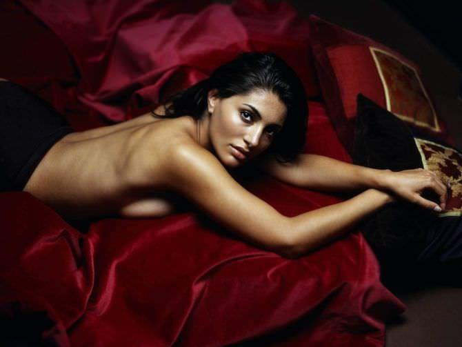 Катерина Мурино фотография из журнала на покрывале
