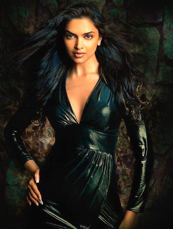 Дипика Падуконе фото в кожаном платье