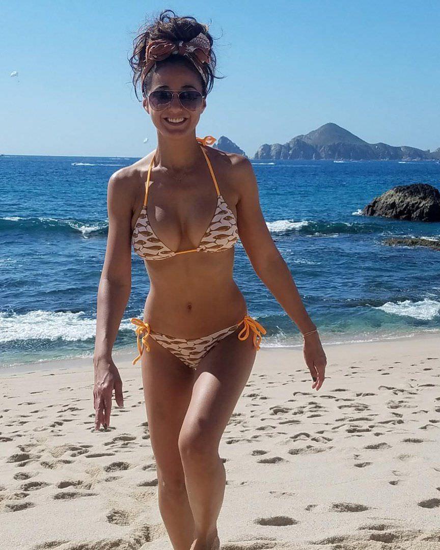 Эммануэль Шрики фото на пляже