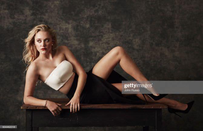 Майка Монро фото на столе