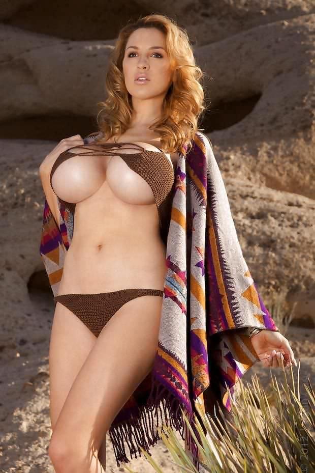 Джордан Карвер фото в бикини и пончо