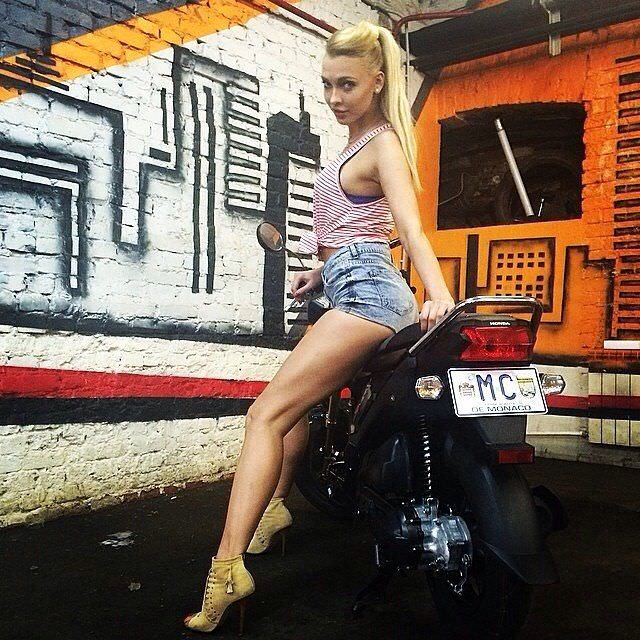 Светлана Степанковская фото на мотоцикле