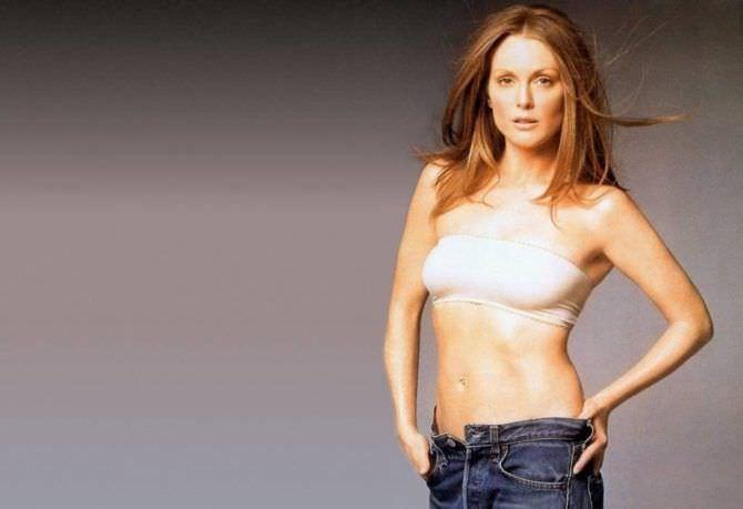 Джулианна Мур фото в джинсах и топе