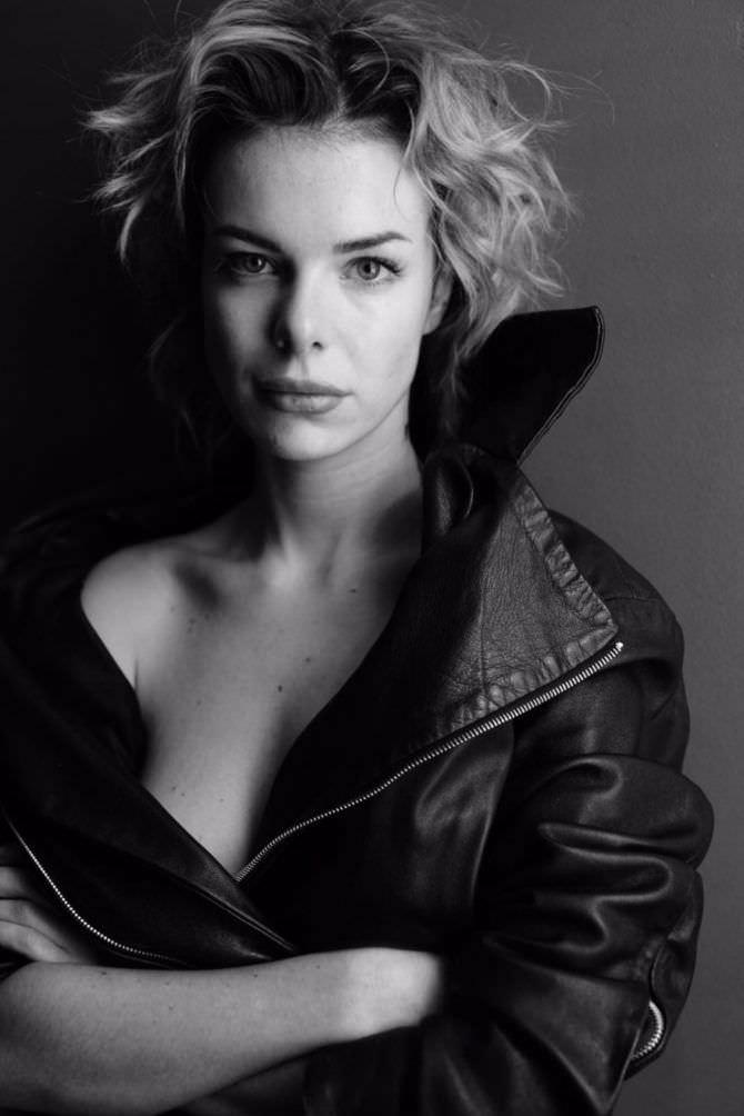 Анна Старшенбаум красивое фото в чёрной куртке