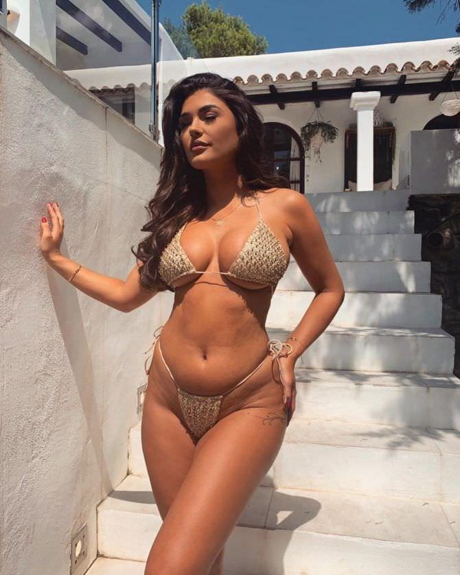 Индия Рейнольдс фото в купальнике в инстаграм