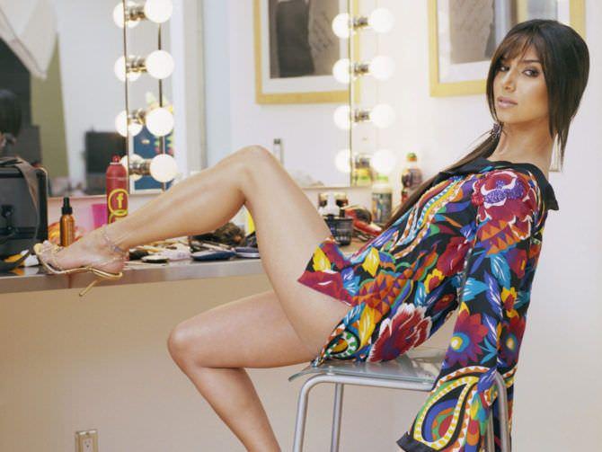 Розалин Санчес фото в цветной тунике