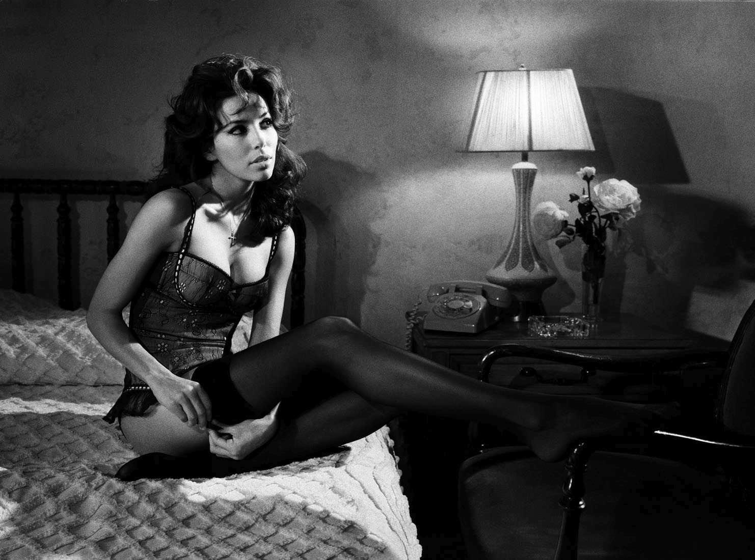 Ева Лонгория черно-бело фото