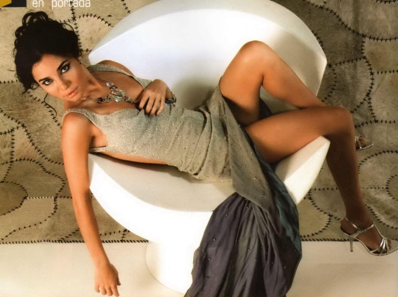 Марта Игареда фото на стуле