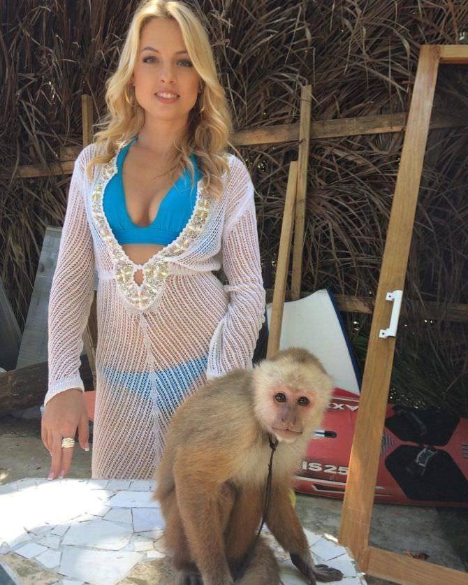 Янина Студилина фото с обезьянкой