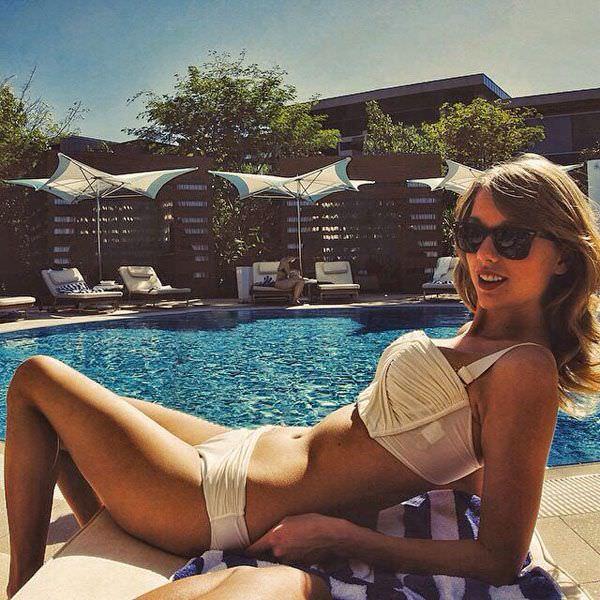Тейлор Свифт фото в купальнике