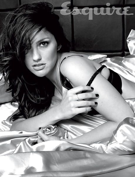 Минка Келли фото в кровати