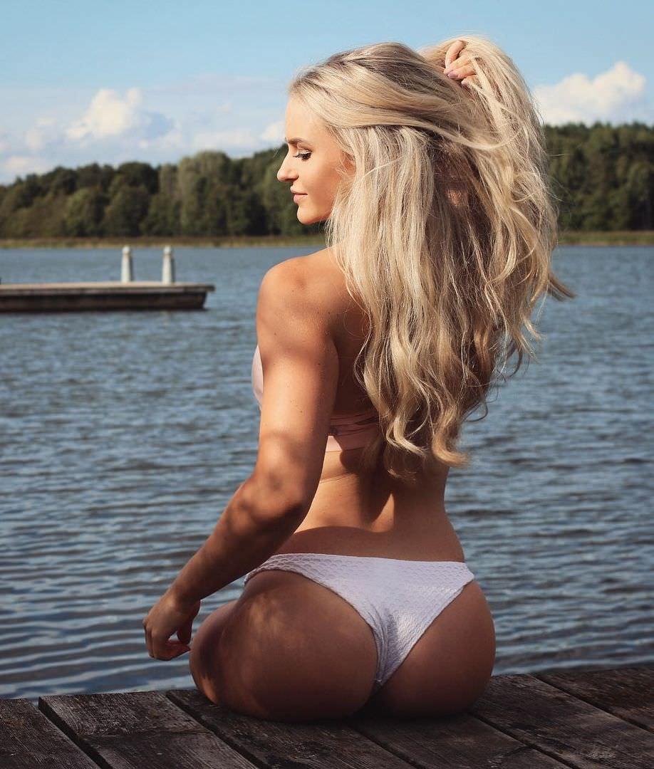 Анна Нистром фото со спины