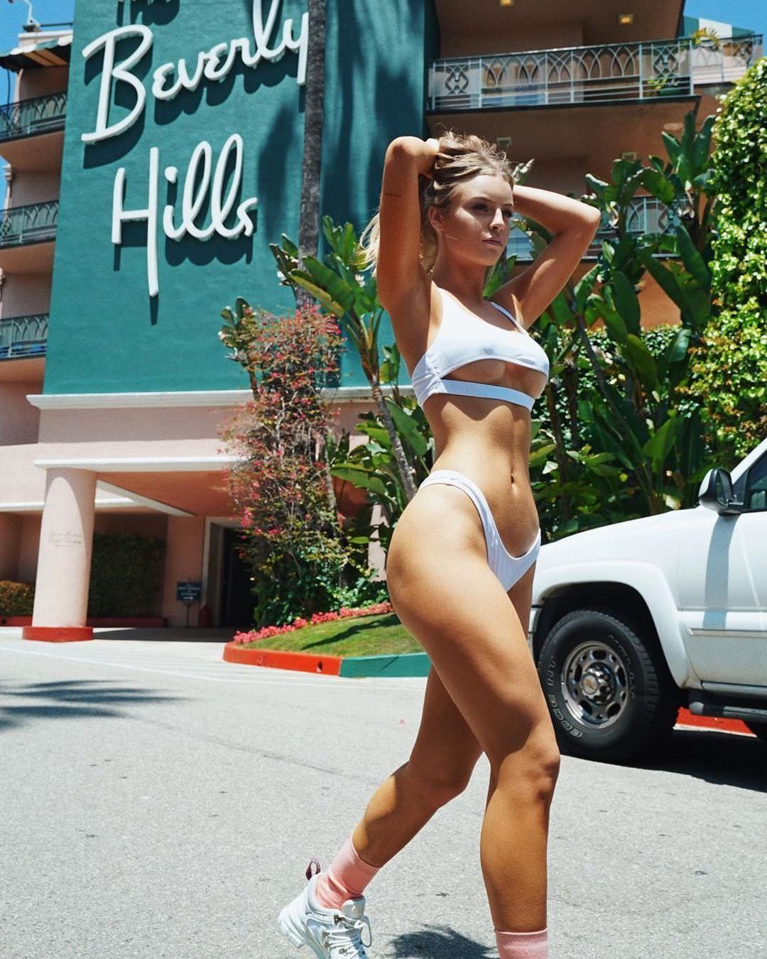 Дейзи Кич фото в бикини
