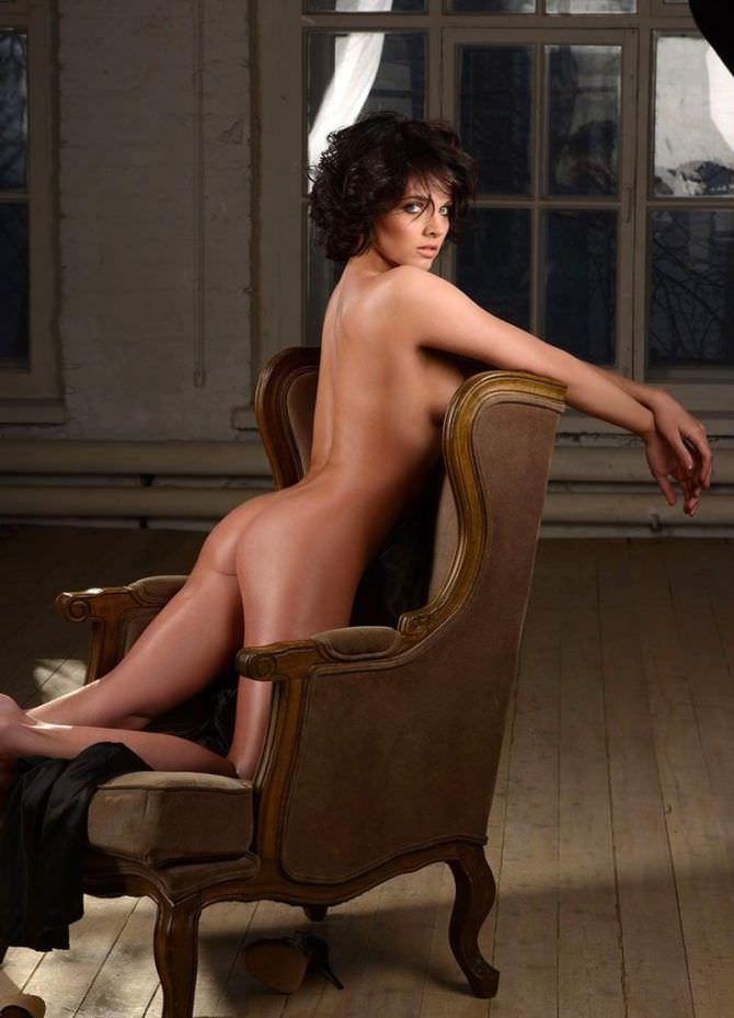 Наталья Земцова фотография на кресле в журнале