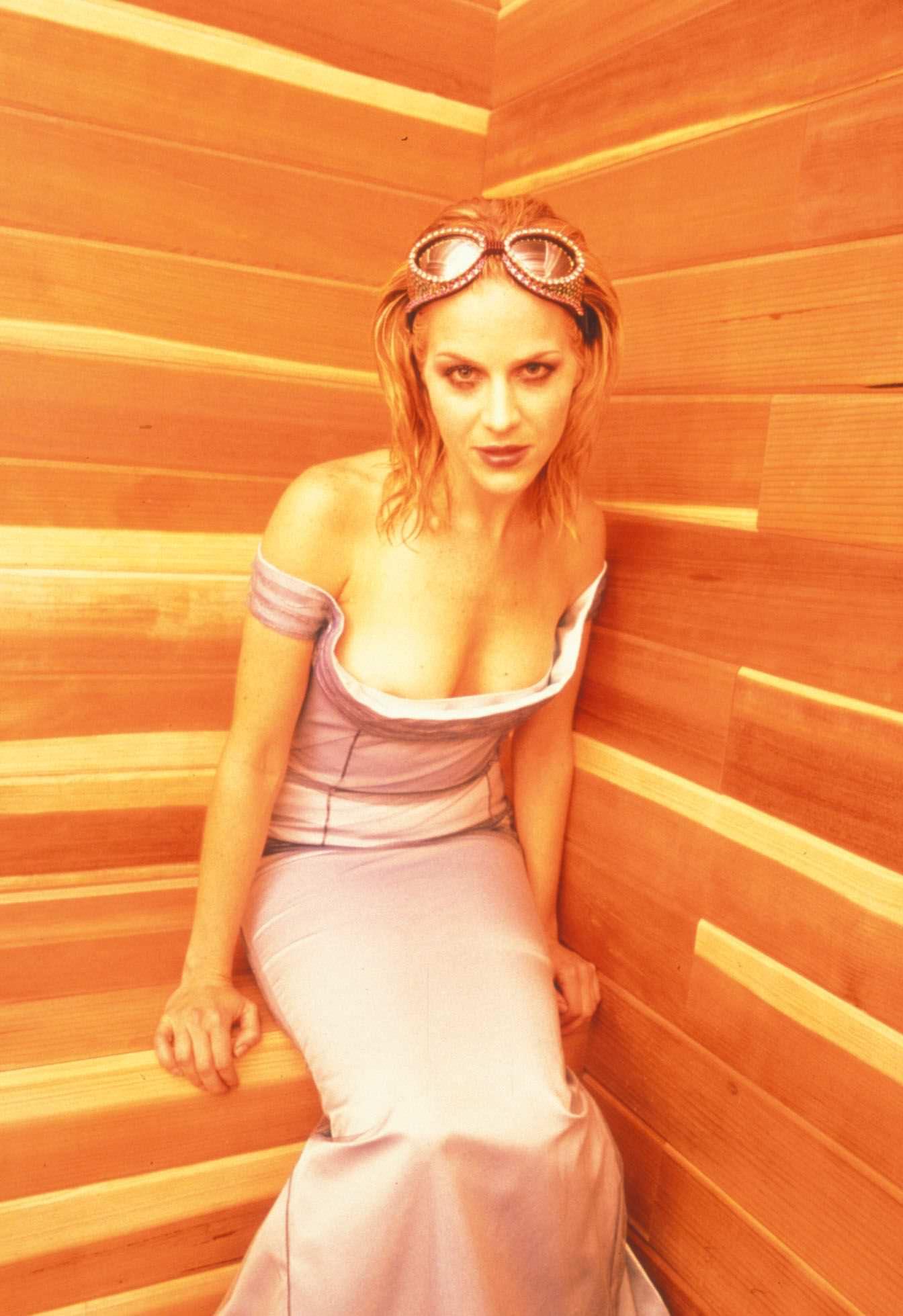 Джули Бенц фото в платье