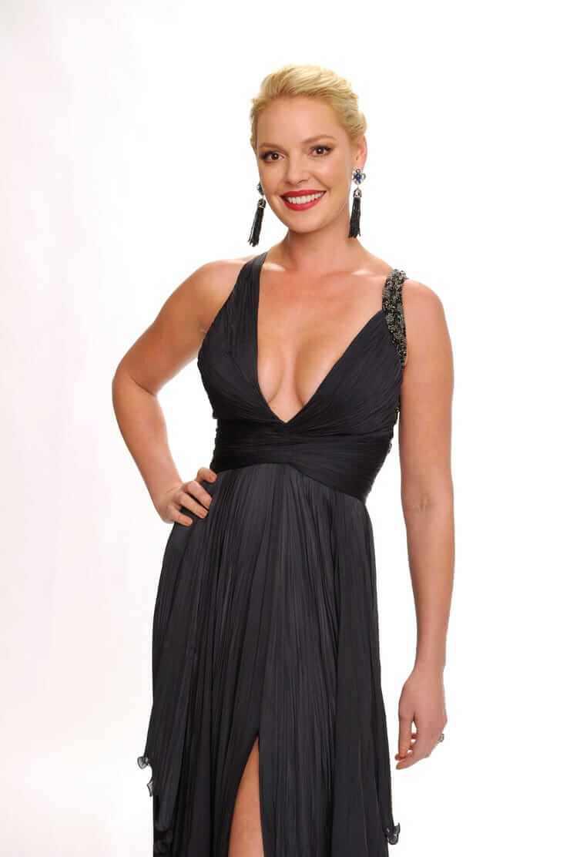 Кэтрин Хайгл фото в черном платье