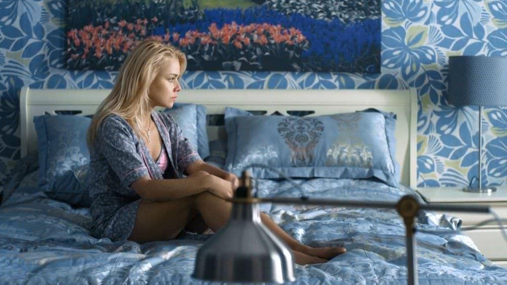 Анастасия Акатова фото на кровати